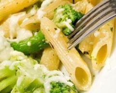 Pâtes aux brocolis et au parmesan (facile, rapide) - Une recette CuisineAZ