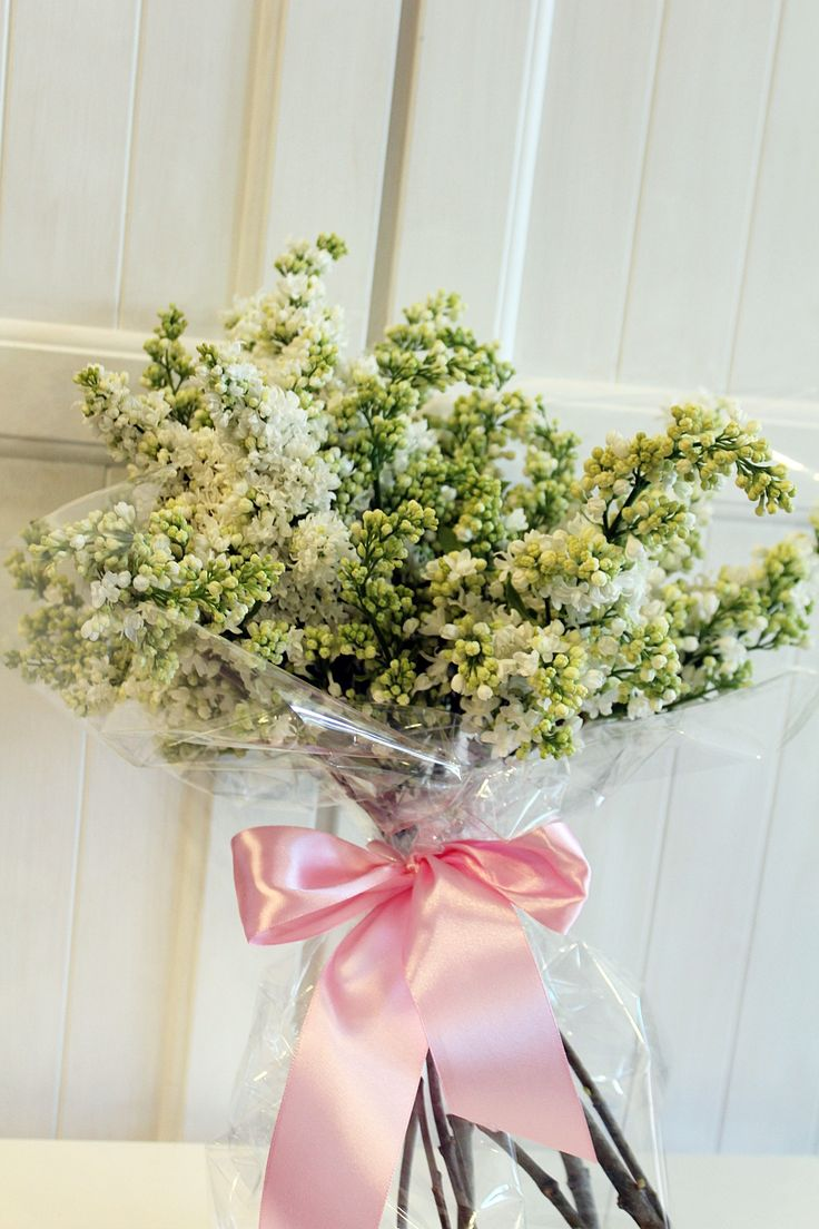 white lilac bouquet ~ Flowers delivery Chicago ~ www.flowersbygeo.com