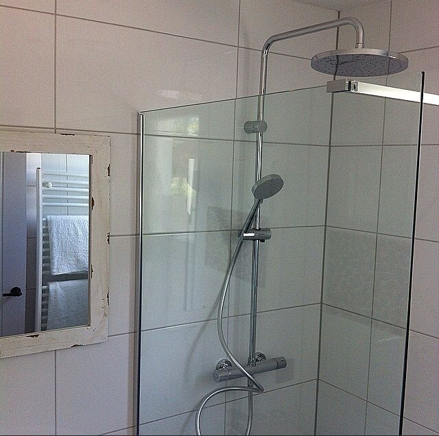 Bathroom 1⃣  Look at that shower