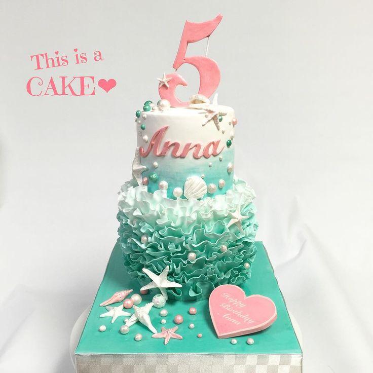 mcakesjapan5歳の娘さんの誕生日パーティはリトルマーメイド風パーティー🐠お母さんのイメージ(デザイン)をケーキで製作させていただきました💕 #オーダーケーキ #リトルマーメイド #5歳 #誕生日ケーキ #パーティー #テーマ #2段ケーキ #グラデーション #cakedecorating #LittleMermaid #girls #cake #fondantcake #partycake