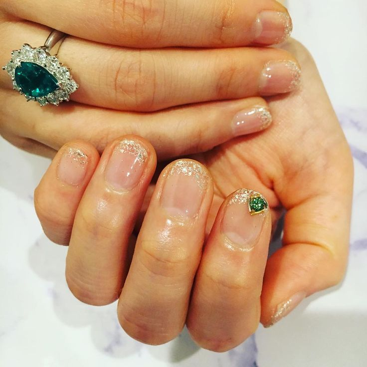 エメラルドに近いお色味をしていた グリーンダイヤモンド。 花嫁さんのサムシングブルーを飛び越えたお洒落カラー。 本当におめでとうございます。 #RURINAIL#RURINAIL青山店#RURINAIL白金店#aoyamanail#shirokanenail#jewelrynail#エメラルド#グリーンダイヤモンド