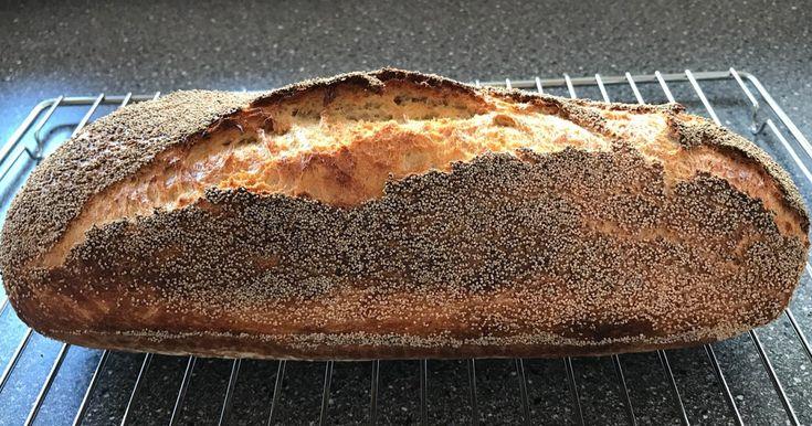 Manitoba Brød - Bagt som Grydebrød ( Stentøjsform ). Ingredienser til ét brød: 600 g Manitoba mel 12 g Salt 12 g Bageenzymer 1...