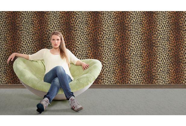Jetzt wirds wild! Cooles Leoparden-Muster lässt Ihren Raum in neuen Glanz erstrahlen. Diese stylische Tapete wird optimal im Wohn-, Ess- oder Schlafzimmer verwendet.   #Tapete #Wanddekoration #Tapetenidee #Wohnzimmer #Schlafzimmer #Küche #Flur #Hertie AS Création