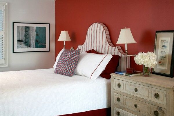 Elegant use of red in the bedroom