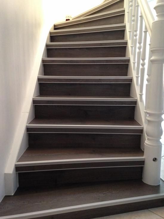 refaire un escalier en bois populaire renover son. Black Bedroom Furniture Sets. Home Design Ideas