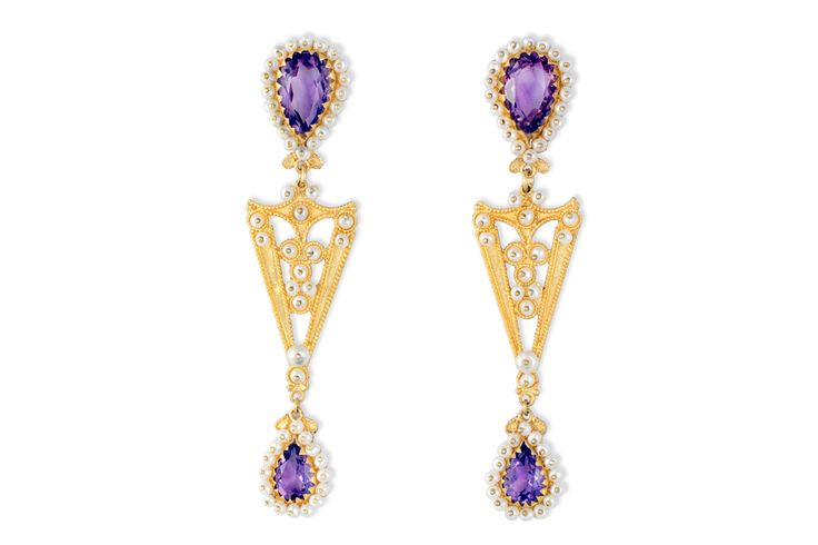 Gorgeous 18K gold filigree earrings with Amethysts and cultured micro-pearls  , Unique jewelry made special by the master goldsmith Loredana Mandas who once again demonstrates through her quality craftsmanship and respect for Sardinian tradition, the excellence of filigree, the oldest jewelry art in the world. loredanamandas.com