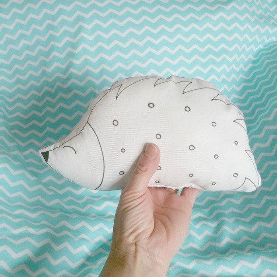 MiniCoccola Riccio pupazzo cuscino di di stellegemelleDesign