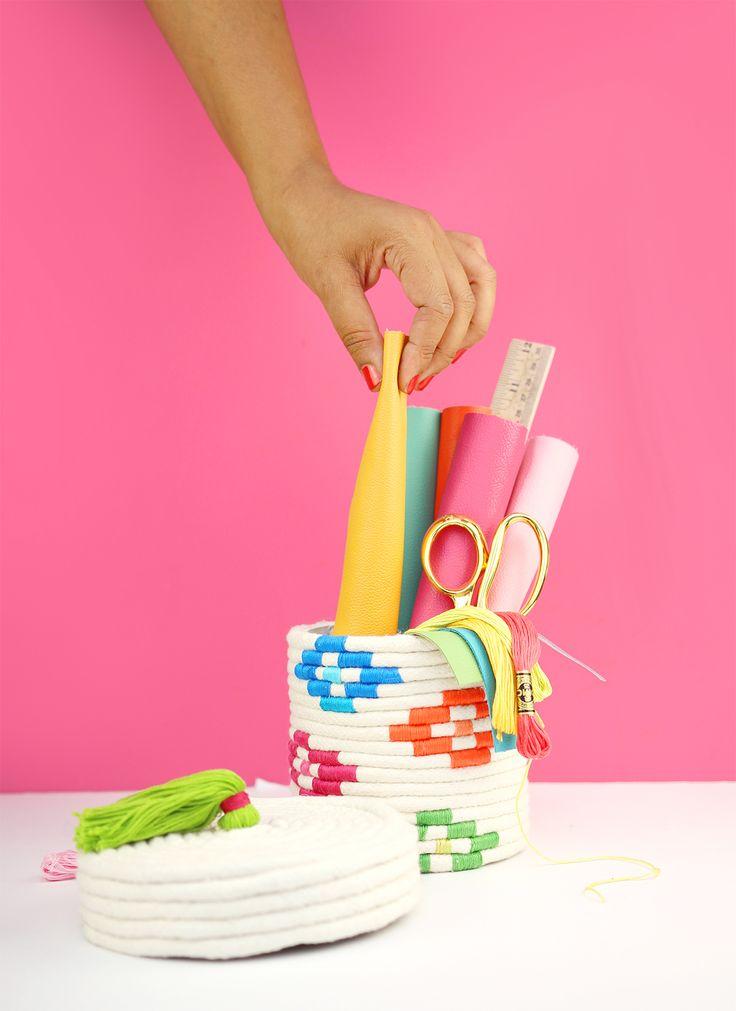 Je vous présente un nouveau DIY pour fabriquer un Panier de corde. Celui-ci est coloré, contrairement au premier panier de corde qui était plus brut mais que vous aviez adoré !