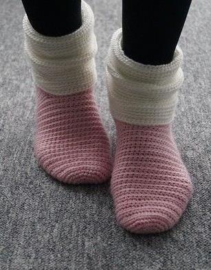 Leicht gehäkelte Socken für warme Füße - Häkelanleitung via Makerist.de
