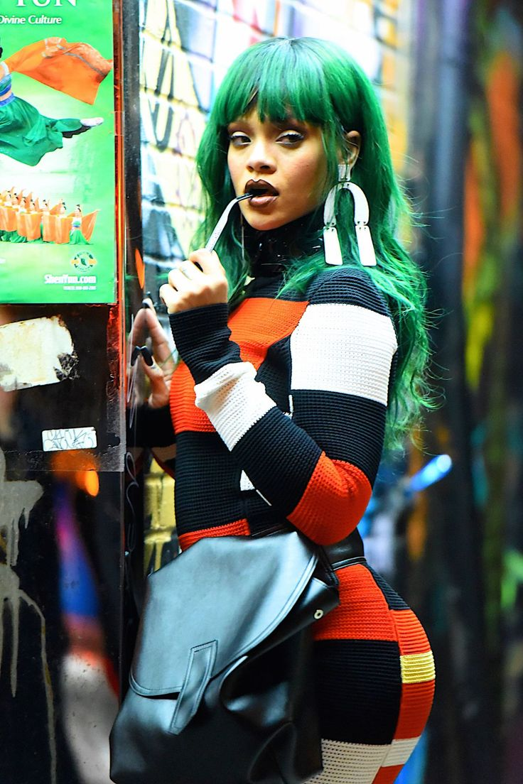 RIHANNA on the Set of a Photoshoot in East Village 02/07/2017