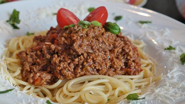 Chunky beef ragu – Thermomix adaptation of aHello Freshrecipe The one thing I hadn't been able to master yet with the Thermomix, is bolognese sauce. No matter what setting I used, rev…