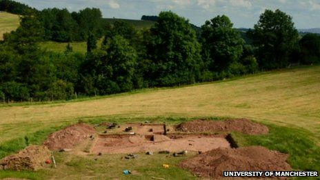 Neolithic 'halls of the dead' found in Herefordshire, U.K. (Dorstone Hill archaeological dig)