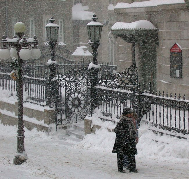 Winter street scene in the old part of Quebec city.
