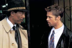 El veterano teniente Somerset (Morgan Freeman), del departamento de homicidios, está a punto de jubilarse y ser reemplazado por el ambicioso e impulsivo detective David Mills (Brad Pitt). Ambos tendrán que colaborar en la resolución de una serie de asesinatos cometidos por un psicópata que toma como base la relación de los siete pecados capitales. Mezcla de policía veterano y reflexivo con policía joven e impulsivo.