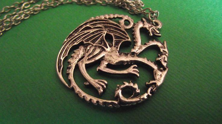 Ciondolo Targaryen. Prezzo standard: 5 euro.