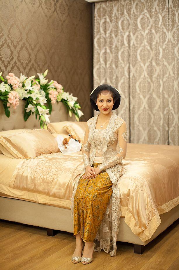 Tradisi siraman adat Jawa -www.thebridedept.com