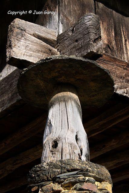 Oneta es un pueblecito perteneciente al concejo de Villayón, al que se puede acceder fácilmente desde Navia.  detalle hórreo  Asturias  Spain