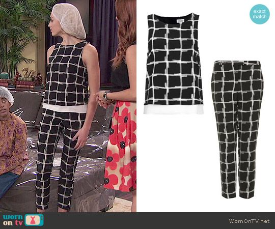 Emma's black and white windowpane check top and pants set on Jessie.  Outfit Details: http://wornontv.net/49149/ #Jessie