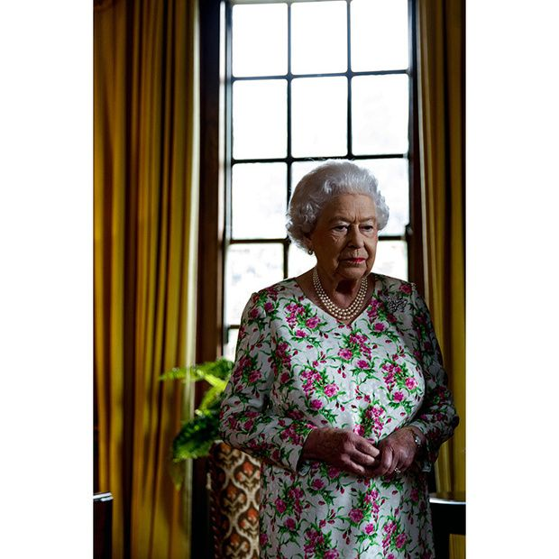 Justin Trudeau's photographer Adam Scotti snaps candid portrait of the Queen