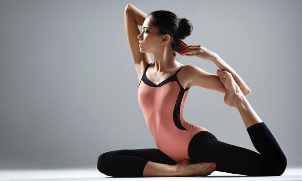 Fique mais flexível com uma série de ioga feita em casa