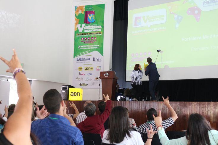 Selfie para ADN en el V Congreso Internacional Mercadeo sobre Marketing Territorial celebrado en Institución Universitaria Esumer Medellin