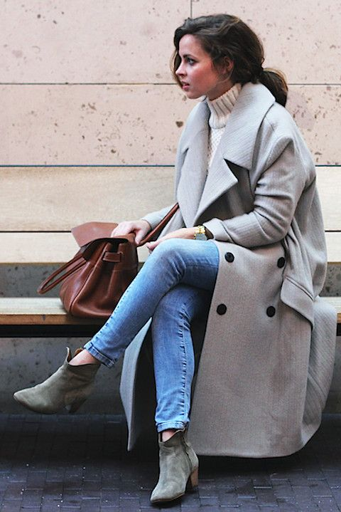Beige-ish grey ankle boots, cream turtleneck sweater, skinny jeans, long grey coat (camel would be nice)