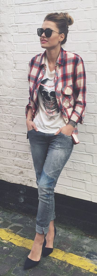 Latest fashion trends: Casual look | Skull graphic tee, plaid shirt, denim and heels