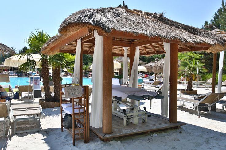 Lust auf eine karibische #Ölmassage in unserer #Karibik Lagune? Legen Sie Ihre #Beine hoch und lassen Sie sich mitten am #Sandstrand verwöhnen!