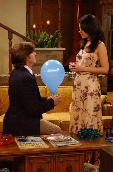 THAT 70s SHOW: Kelso (Ashton Kutcher, L) gets wedding fever and proposes to Jackie (Mila Kunis, R) in the THAT 70s SHOW episode Misfire