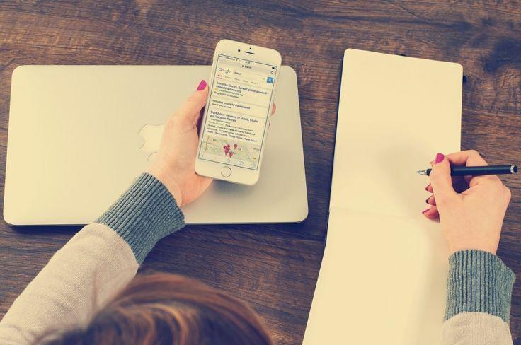 Du willst ein gebrauchtes iPhone kaufen oder dein Handy online verkaufen? Dann lese unsere Tipps zum An- und Verkauf, denn beim gebraucht Kaufen und Verkaufen gibt es einiges zu beachten! #Apple #kaufen #verkaufen #iphone #blog #Clappiblog #Clappifieds