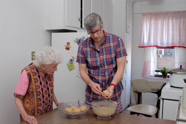 Mo Rocca Finds Calm in the Kitchen in 'My Grandmother's Ravioli' - NYTimes.com