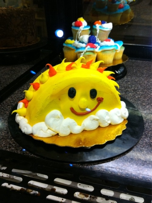 Sun cake that even I could do. Maybe her smash cake.