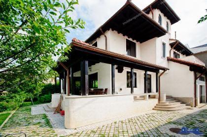 Vanzare vila in stil neoromanesc in Galati, pe str. Domneasca, finalizata 2011