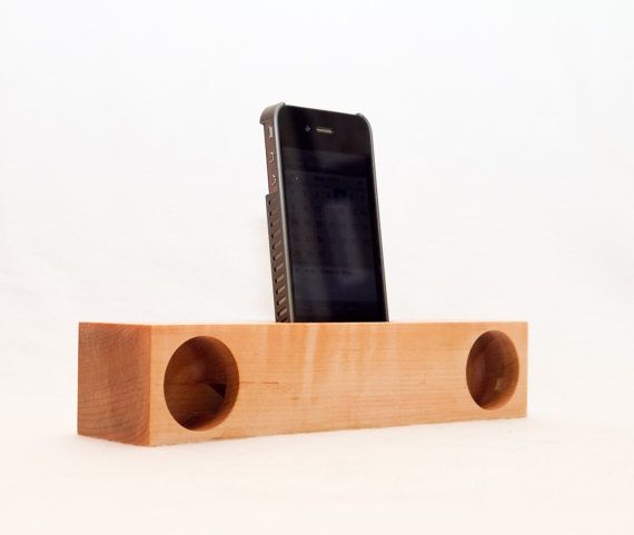 No electricity required to power an iPhone acoustic dock