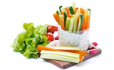 Gemüsesticks mit Kräuter-Joghurt