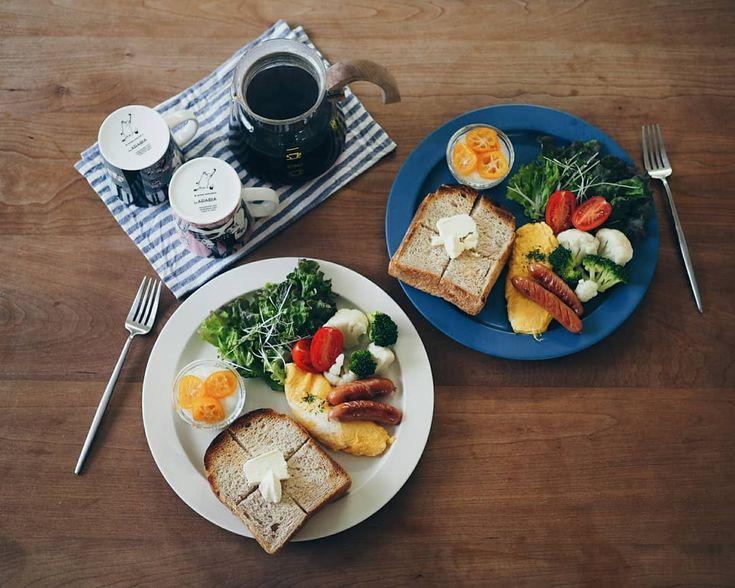 . おはようございます Good morning! . トーストとオムレツ . 暖かくなりそうな朝 春っぽいなー 春だなー . ポカポカ陽気で眠くなりそう 火曜日 今日もがんばりましょ . . #朝 #朝食 #朝ごパン #パン#トースト #食パン党 #おはよう #いただきます #暮らし #日々 #ワンプレート #イイホシユミコ #モーニング #おうち時間 #おうちカフェ #おうちモーニング #コーヒー #morning #gm #goodmorning #breakfast #todaysbreakfast #mybreakfast #onthetable #onmytable #coffee #coffeelover