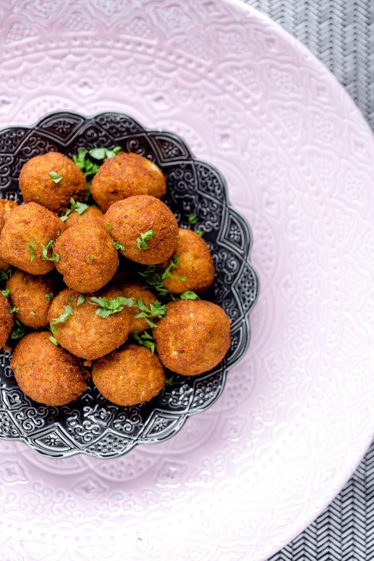 Hej hej på er! Detta är ett recept från min och Annas bok LCHF 2.0 Fisk & Grönt. Ett helt ljuuuuuuvligt recepet som passar perfekt nu till grillat, som tillbehör eller som ersättning för kött! Prova att ersätta blomkål med broccoli! Lek med kryddorna, de går att variera och smaksätta som man vill. MUMS! 5.0 […]