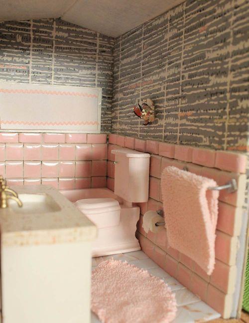 37 best Dollhouse Bathrooms images on Pinterest Bathrooms