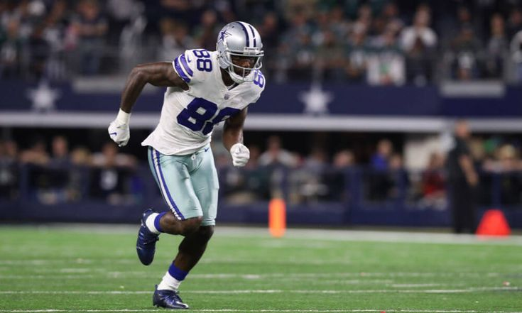 Dez Bryant out-jumps Sean Smith for big catch = [video] The Dallas Cowboys took a 20-17 lead on the Oakland Raiders late in Sunday's matchup, with a big play made by Dez Bryant putting the team in position to do so. On second down Bryant.....