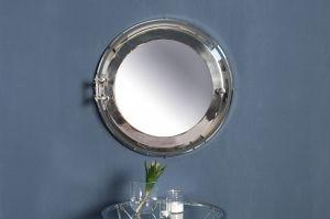 Proste lustro Illumination będzie świetnym dodatkiem do Twojego mieszkania. Dodatek świetnie urozmaici Twoje wnętrze, a nawet zastąpi konwencjonalny obraz na ścianie. Lustro może być dobrym pomysłem na prezent, na parapetówkę.