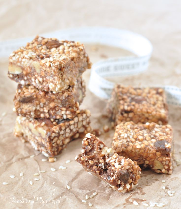 Rauwe koekjes met noten, sesam en gepofte quinoa - Raw puffed quinoa bars with nuts and sesame