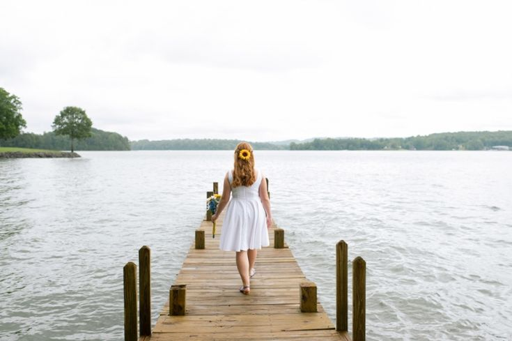 Backyard wedding on Watts Bar Lake in Knoxville, Tennessee by destination photographer Paige Overturf. Nashville Tennessee Wedding Photographer. Knoxville Tennessee Wedding Photographer. Franklin Tennessee Wedding Photographer.