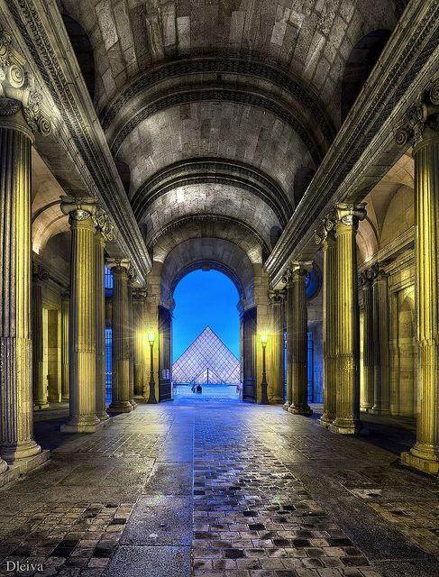 ~Museo del Louvre (Paris)~ Photo by Domingo Leiva