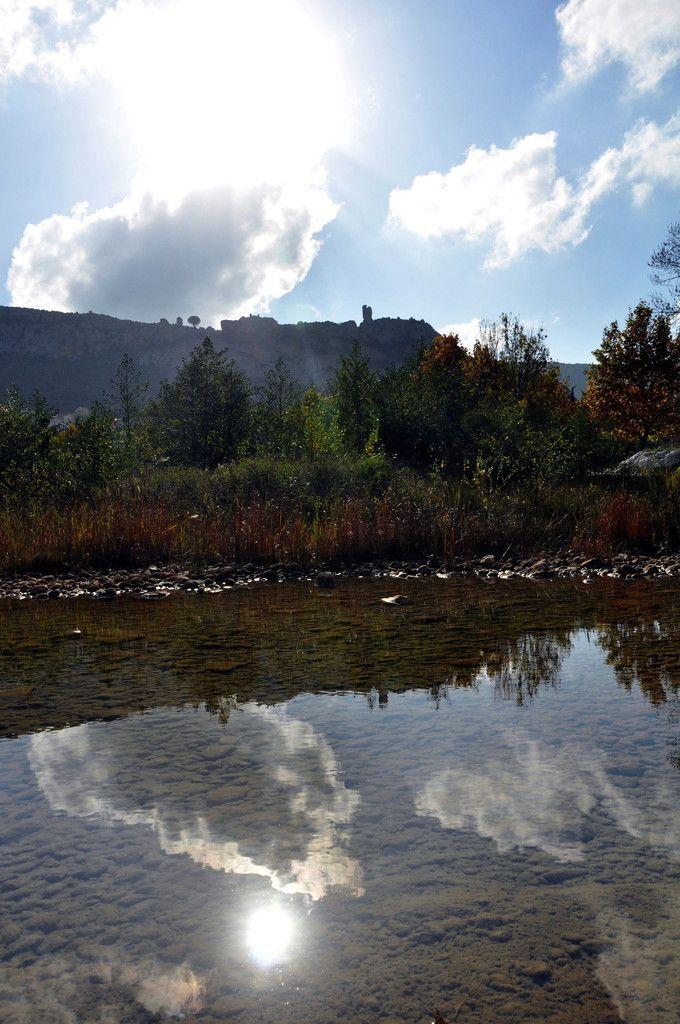 Miroir sur Tautavel avec le château.