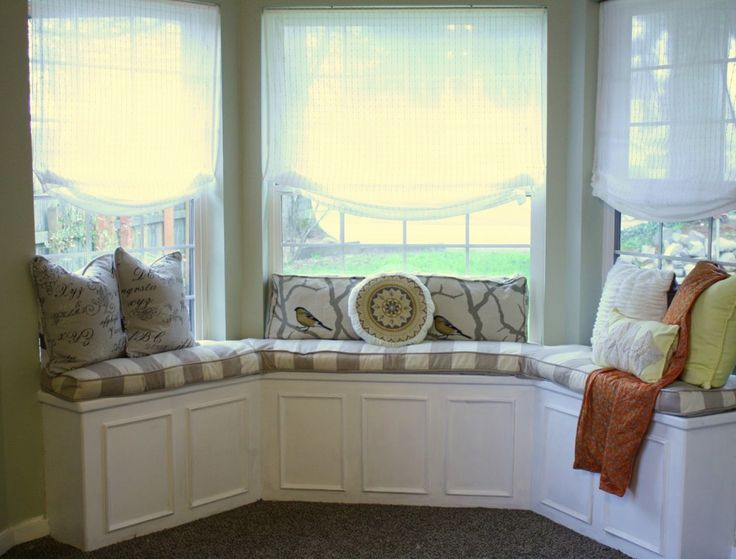 Interior Extraordinary Bay Window Design With Stripped Seat And Grey Rug Flooring Decor Idea Unique Good Ideas Furniture Nuanced
