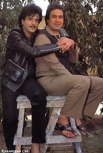 Jeetendra and Rajesh Khanna  in all their Bromantic 80's Glory...