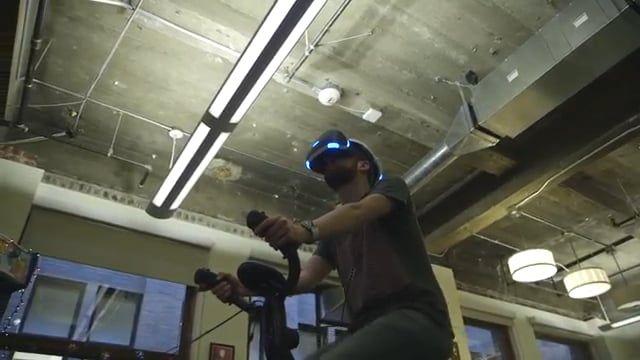 Virzoom è la novità del secolo. Una cyclette che permette tramite la realtà virtuale di giocare ai videogames bruciando calorie.