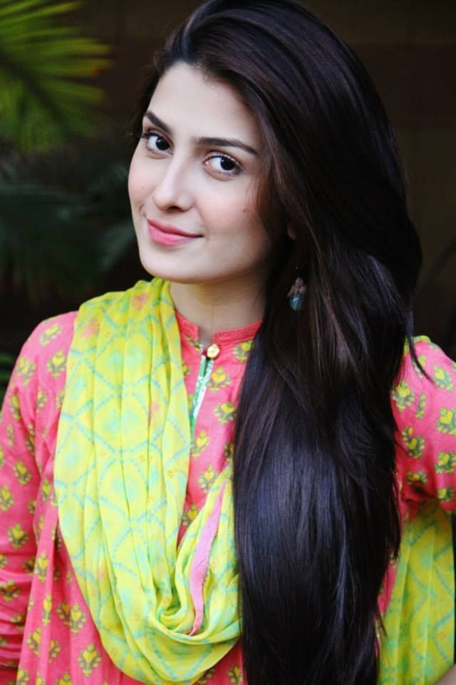 Aiza Khan Celebrity Hairstyle & Pictures