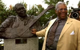 Blues legend BB King and his statue