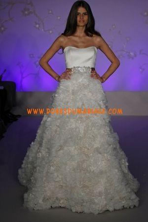 Lazaro belle robe de mariée de luxe sans bretelle décorée de ceinture organza Style 3056